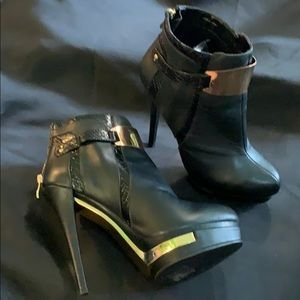 Bebe black & gold 5 inch hi heels